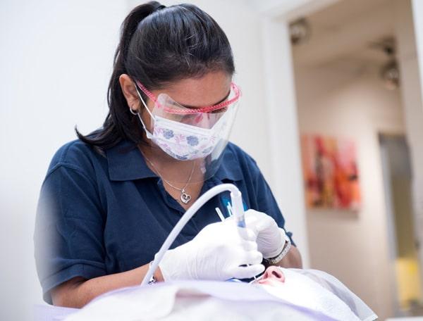 Zahnarztpraxis Zürich Dentanova Behandlung